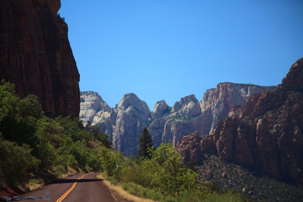 Droga przez park wzdłuż Pine Creek Canyon
