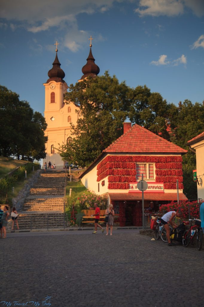 Opactwo benedyktyńskie wraz z widocznym górnym kościołem pochodzącym z 1754r