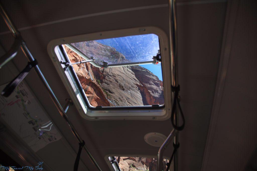 Court of the Patriarchs, z okna dachowego w autobusie