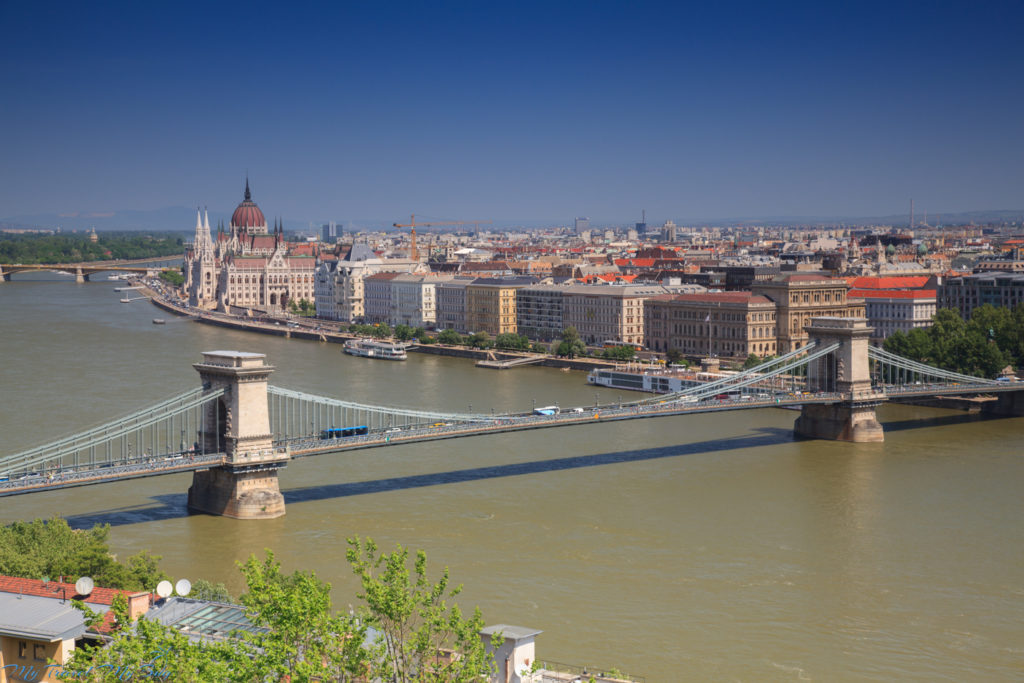 Budapeszt widok na Most Łańcuchowy i Parlament